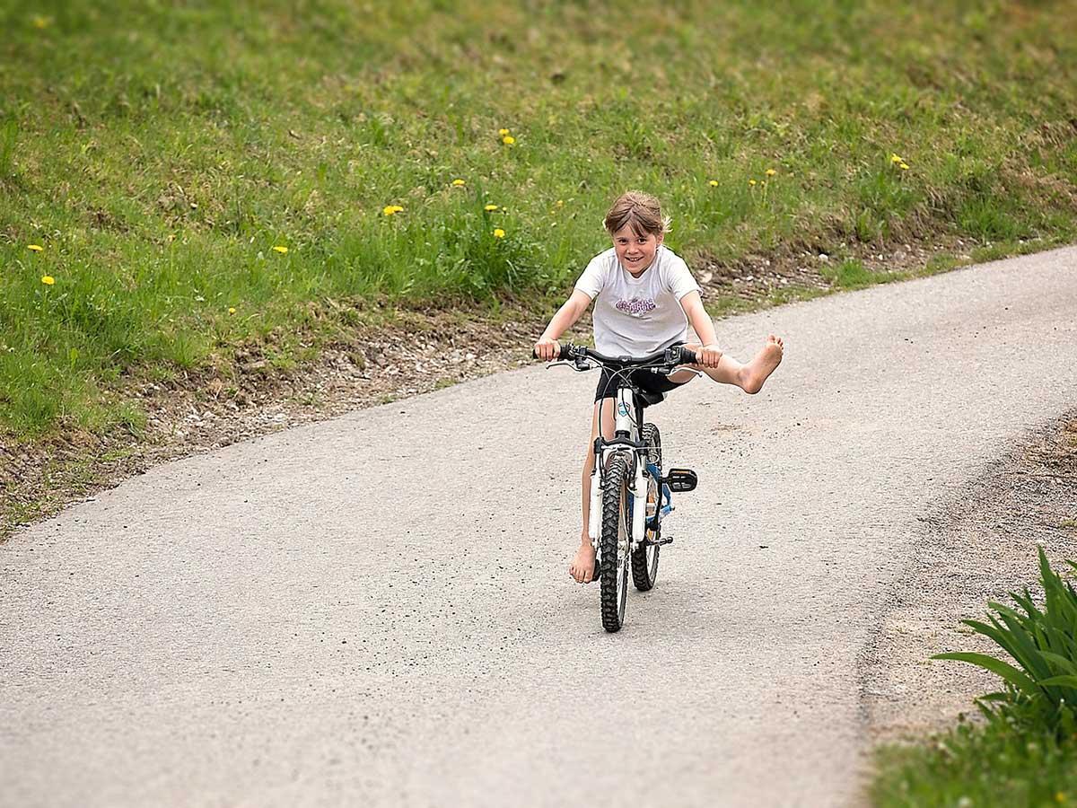Kind auf Fahrrad